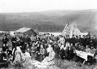 Wedding in Fatmomakke church town 1890. Photo: Lars Dahlstedt.